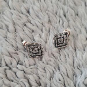 NWOT Pandora geometric diamond shaped studds